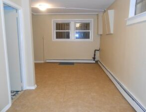 LARGE STUDIO,UTILITIES INCLUDED PLUS FREE CABLE & WIDE SREEN TV (PLS#335)
